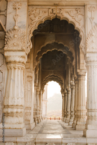 Photo Close up of arches and pillars at Jaswant Thada Kings monuments