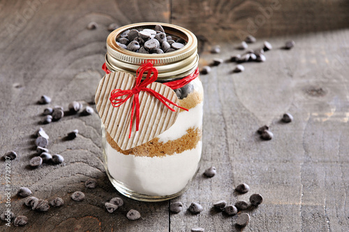 Fotografija Chocolate chips cookie mix in glass jar
