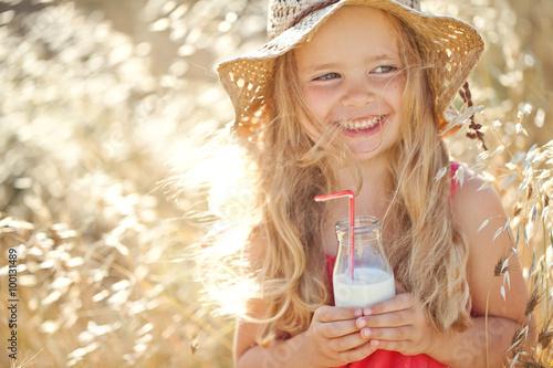 Obraz na płótnie Little girl are drinking fresh milk