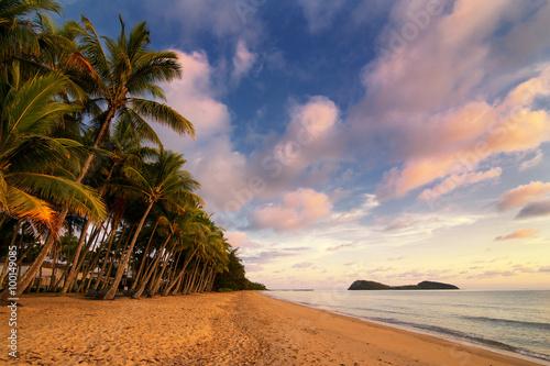 Canvas Print Palm Cove Beach with Double Island, Cairns, Queensland, Australia