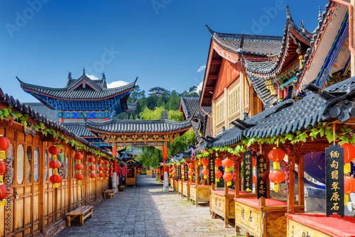 Photo Street decorated with traditional red lanterns, Lijiang, China