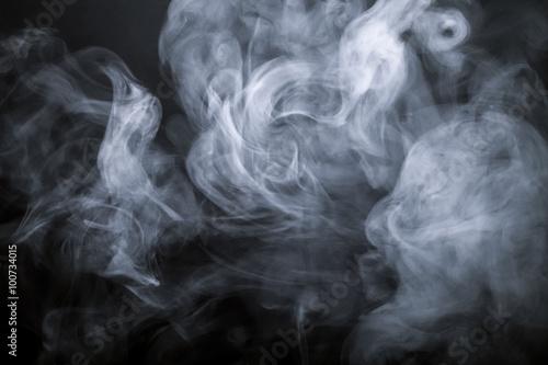 Naklejka premium Dym na czarnym tle. Nieostry. Stonowany