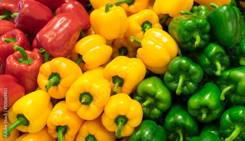 Leinwand Poster Red, yellow, and green bell peppers (capsicum) background