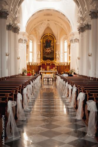 Carta da parati An image of a church sanctuary before a wedding ceremony
