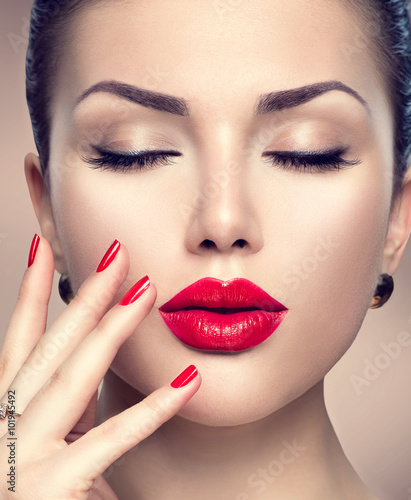 Canvas Print Beautiful fashion woman model face portrait with red lipstick and red nails
