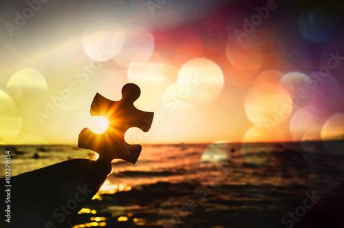 Himmel des Sonnenuntergangs und Stück des Puzzlen Fototapete
