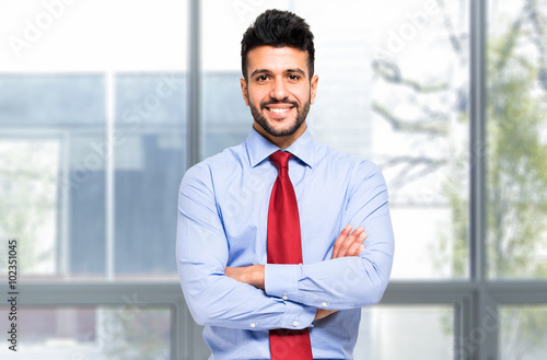 Foto Smiling young manager portrait