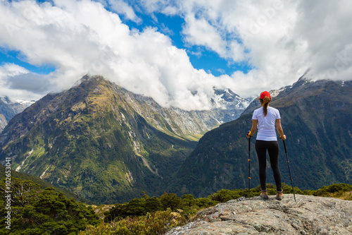 Billede på lærred Woman hiker enjoys the view of Key Summit with Ailsa Mountain at