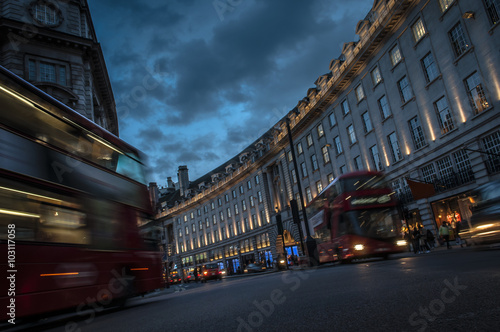 Платно Double decker buses and other traffic on a crowded Regent street, the shopping c