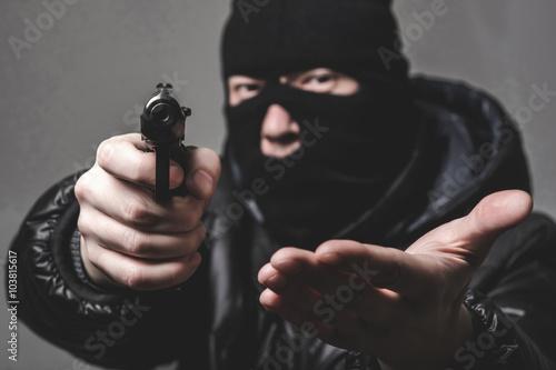 Canvas Print Robber with an aming gun
