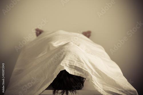 Carta da parati Corpse Lying Inside a Morgue with Cover