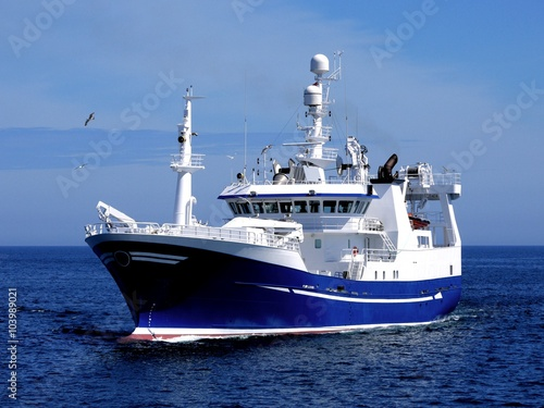 Canvas Print Fishing Vessel P1, Fishing Vessel underway to harbour to land fish