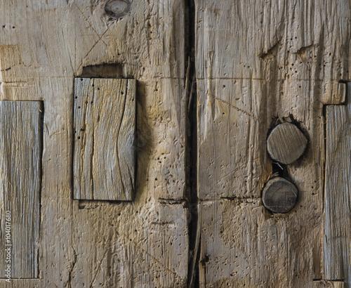 Fotografia, Obraz Timber Frame Barn Post: A detail of an old timber frame barn post with the pegs