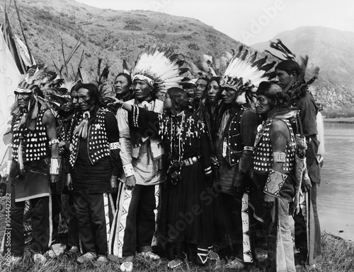 Fotografia Group of Native Americans in traditional garb
