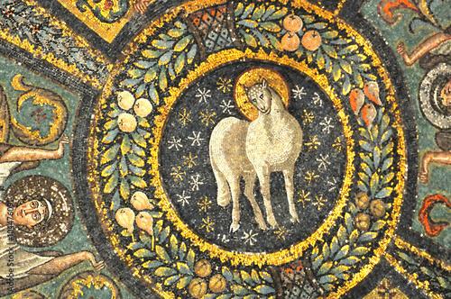 Obraz na plátně Ancient byzantine mosaic of the lamb of god