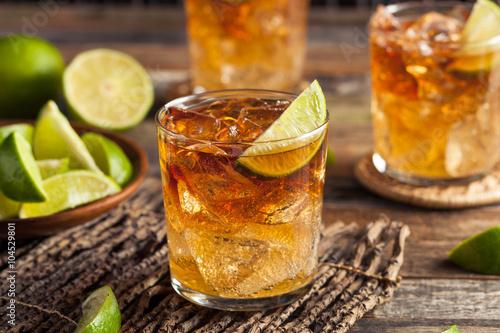 Carta da parati Dark and Stormy Rum Cocktail