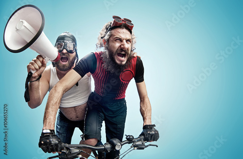 фотография Two hilarious cyclists involved in a contest