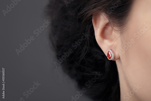 Close up Detail of a Beautiful Earring in Glamour Shot Fototapete
