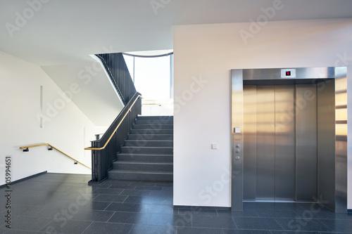 Valokuva Treppenhaus modern Gebäude Fenster Aufzug