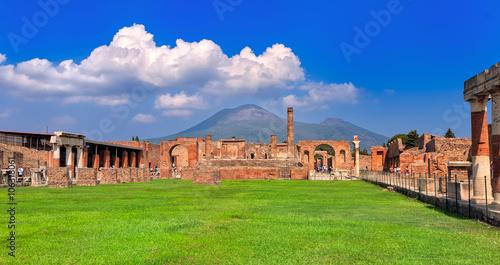 Photo Pompeii and Mount Vesuvius, Naples, Italy