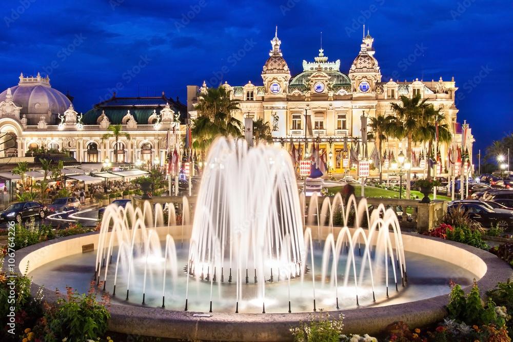 Monte Carlo Casino, kompleks gier i rozrywki położony w Monte Carlo, Monako, Cote de Azul, Francja, Europa. <span>plik: #106764226   autor: kasto</span>