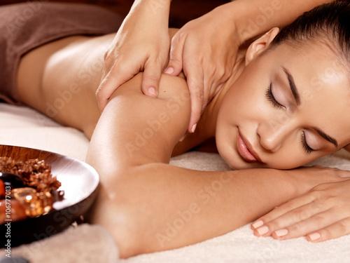 Carta da parati Woman having massage in the spa salon