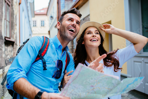 Fotografie, Obraz Young happy couple on a sightseeing tour in Europe