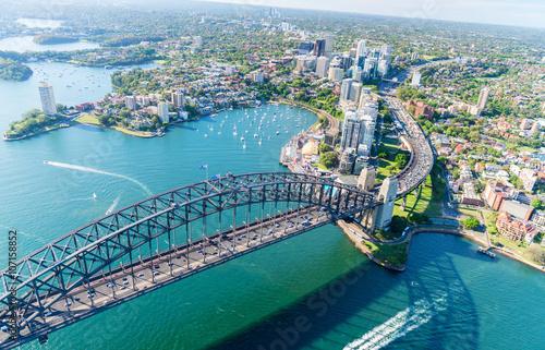 Fototapeta premium Zachód słońca nad Sydney Harbour, widok z helikoptera