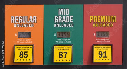 Canvas Print Gas prices at a pump