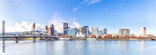 Fotografia, Obraz water,skyline and cityscape in portland