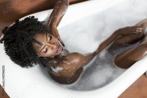 Woman in a bathtub Tapéta, Fotótapéta