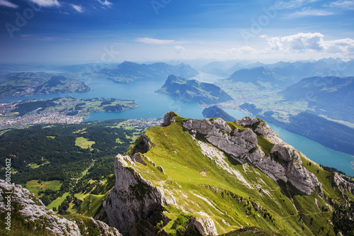 Fotografia Beautiful view to Lucerne lake (Vierwaldstattersee), mountain Rigi and Buergerst