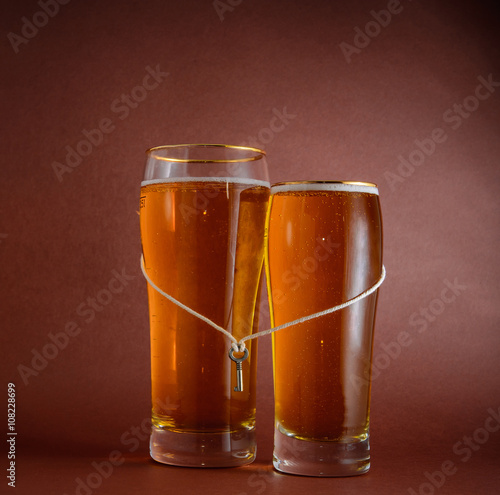 two glasses of beer for lovers Poster Mural XXL