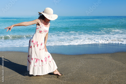 Slika na platnu Woman dancing on the Beach Retro Look
