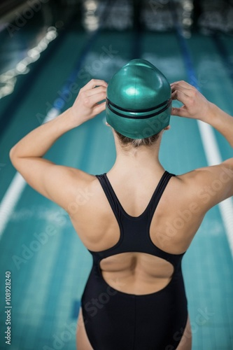 Canvas Print Woman in swimsuit adjusting her goggles