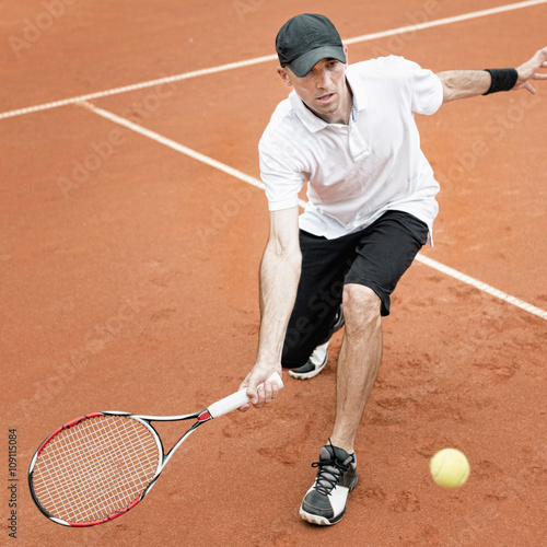 Canvas Print Tennis player chasing a drop shot