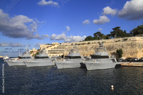 Leinwand Poster Military Ship in the Grand Harbour of Valletta