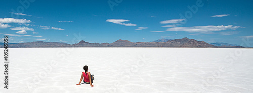 Canvas Print Woman sitting at Bonneville Salt Flat, Utah