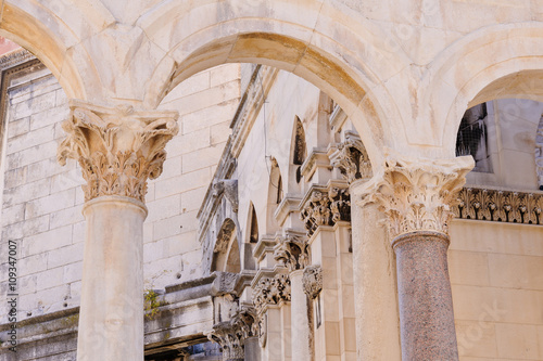 Carta da parati Split, Croatia Peristyle columns