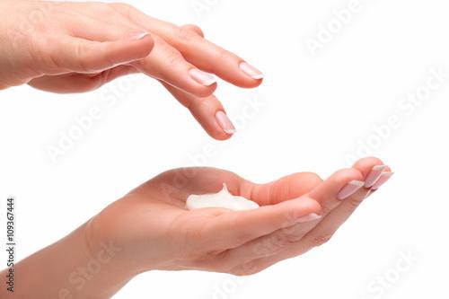 Piękne dłonie z kremem