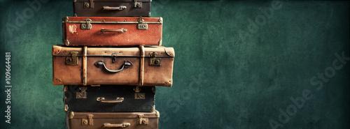 Obraz na plátně Vintage Pile Ancient Suitcases Design Long Format