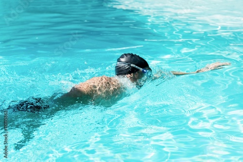 Canvas Print Fit swimmer doing the front crawl