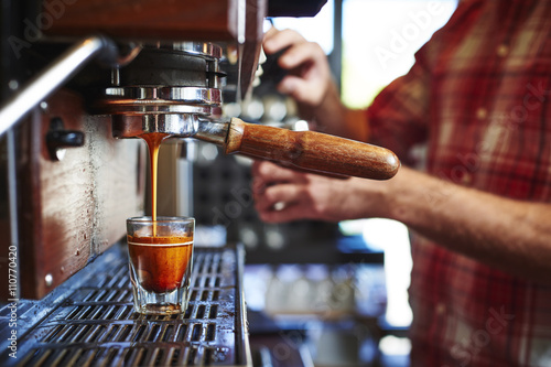 Obraz na płótnie espresso being made at a coffee shop