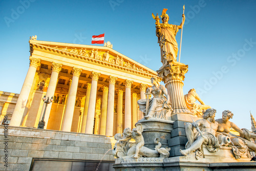 Canvas Print Austrian parliament building with Athena statue on the front in Vienna on the su