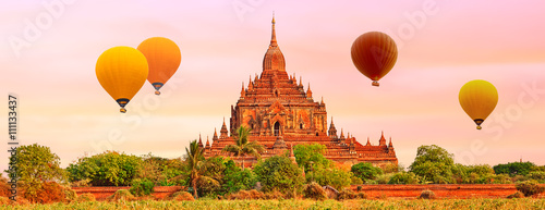 Photo Htilominlo Temple in Bagan. Myanmar.