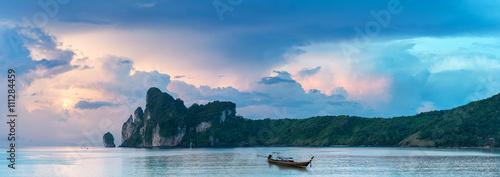 Fotografia Bucht von Phi Phi Island Thailand am Morgen
