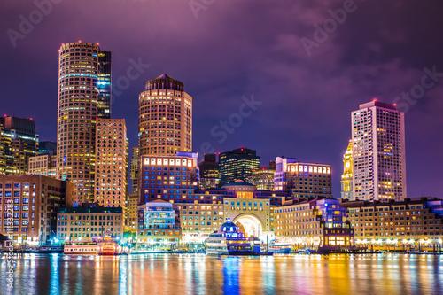 Fotografía Hermosa vista nocturna de Boston Massachusetts horizonte y el puerto de Boston