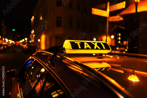 Canvas Print taxi sign on the roof of a taxi