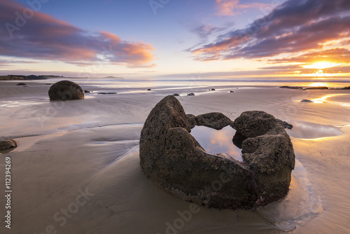 Fotografia NEW ZEALAND, 22TH APRIL 2015: Moeraki Boulders on the Koekohe beach, Eastern coast of New Zealand