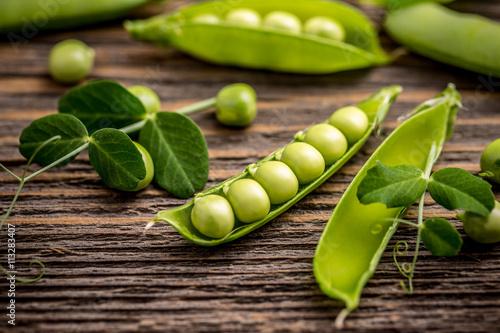 Carta da parati Fresh pea fruit
